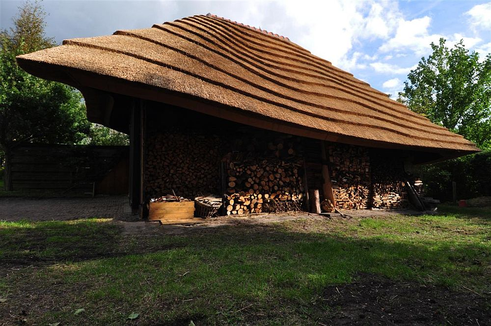 adelaparvu.com despre casa hambar cu acoperis din stuf, casa olandeza, Reet Barn, design 24 H Architecture (8)