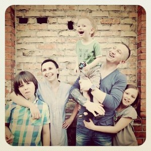 Eva impreuna cu familia ei