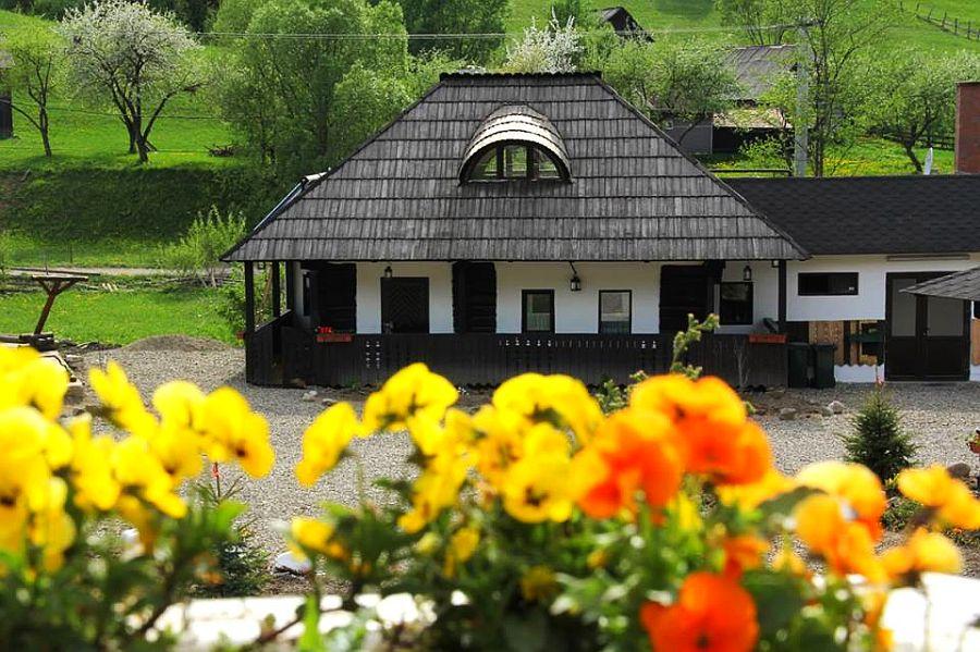 adelaparvu.com despre case traditionale romanesti, Casa Poveste, Campulung Moldovenesc, Romania, bedand breakfast Romania (10)
