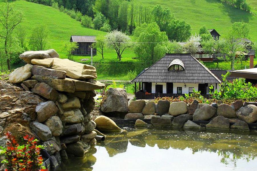 adelaparvu.com despre case traditionale romanesti, Casa Poveste, Campulung Moldovenesc, Romania, bedand breakfast Romania (11)