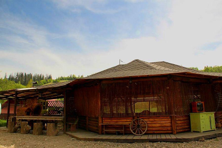 adelaparvu.com despre case traditionale romanesti, Casa Poveste, Campulung Moldovenesc, Romania, bedand breakfast Romania (24)
