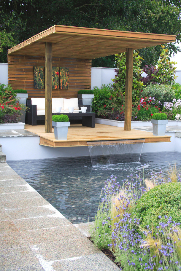 Proiectul The Cater Allen Private Bank Garden in Tatton Park, designer Jamie Dunstan