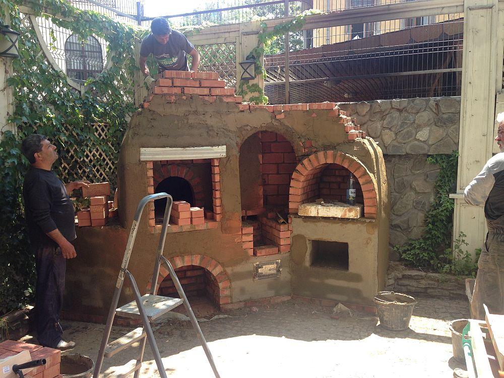 adelaparvu.com despre cuptor de paine in Bucuresti,  mester Attila Kolozsi (4)