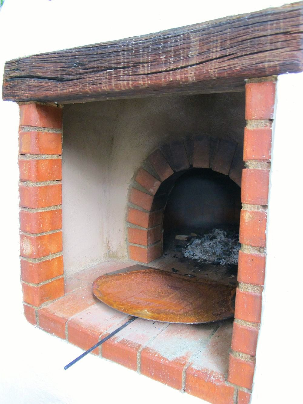 adelaparvu.com despre cuptor de paine intr-o gradina din Bucuresti, mester Attila Kolozsi (5)