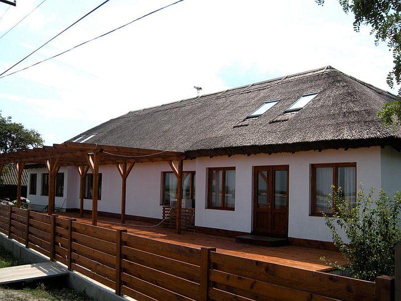 adelaparvu.com despre pensiune in Delta Dunarii, Pensiunea Doi Capitani, satul Crisan (1)