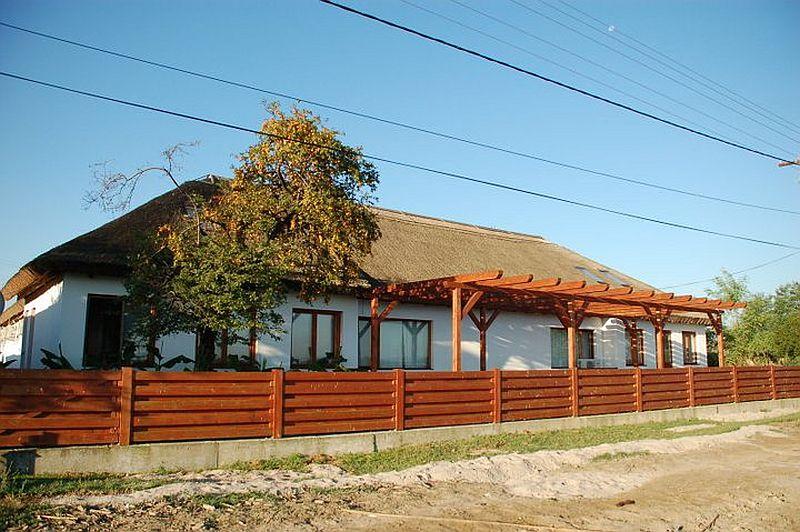 adelaparvu.com despre pensiune in Delta Dunarii, Pensiunea Doi Capitani, satul Crisan (12)
