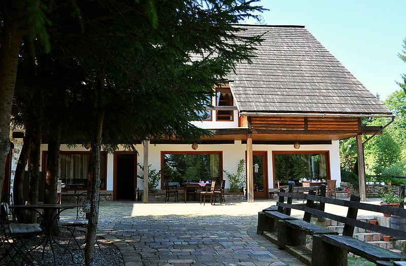 adelaparvu.com despre pensiunea Casa Bunicilor de la Manastirea Humorului, Suceava, Romania, rustic eco pension in Romania Casa Bunicilor (23)