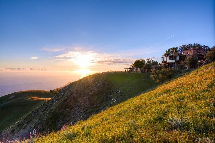 adelaparvu.com despre vila americana pe malul oceanului, casa in stil mediteranean, casa Big Sur, arhitect Mickey Muening (1)