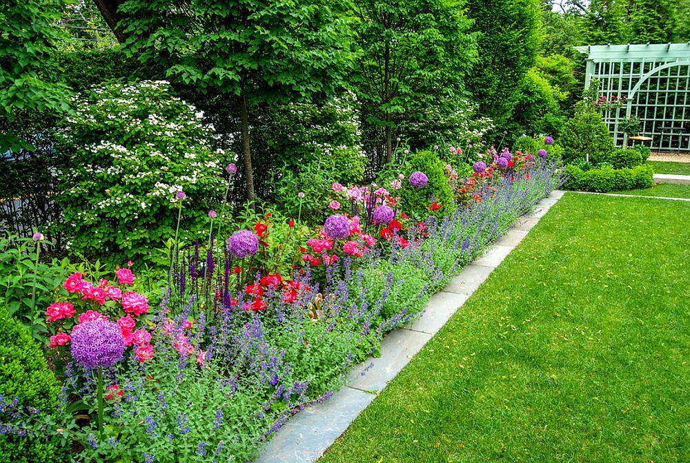 adelaparvu.com despre Allium ceapa decorativa, text Carli Marian, Foto A Blade of Grass
