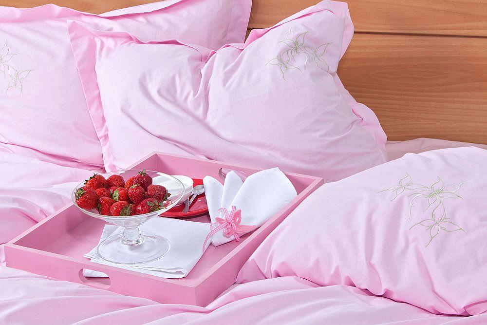 adelaparvu.com despre Daniela Mandu, atelier decoratiuni textile si lenjerii de pat Cusut cu ata roz (12)