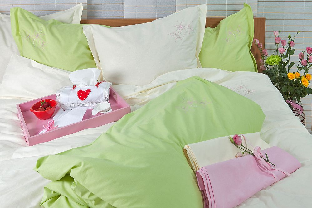 adelaparvu.com despre Daniela Mandu, atelier decoratiuni textile si lenjerii de pat Cusut cu ata roz (16)