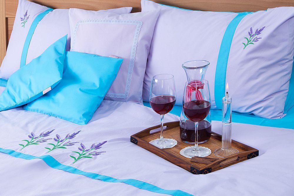 adelaparvu.com despre Daniela Mandu, atelier decoratiuni textile si lenjerii de pat Cusut cu ata roz (19)