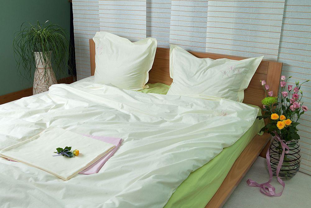 adelaparvu.com despre Daniela Mandu, atelier decoratiuni textile si lenjerii de pat Cusut cu ata roz (26)