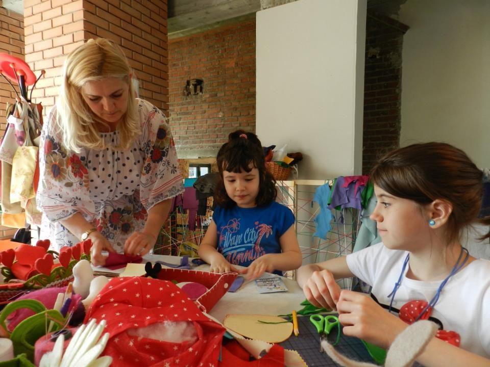 adelaparvu.com despre Daniela Mandu, atelier decoratiuni textile si lenjerii de pat Cusut cu ata roz (3)