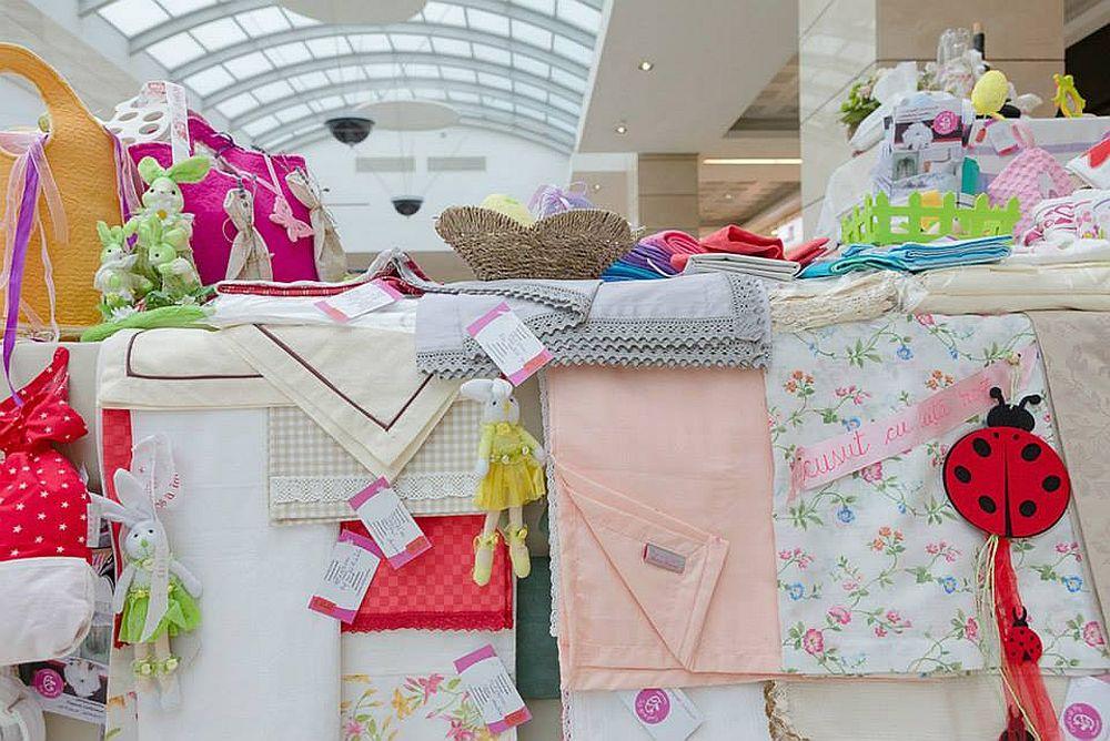 adelaparvu.com despre Daniela Mandu, atelier decoratiuni textile si lenjerii de pat Cusut cu ata roz (8)