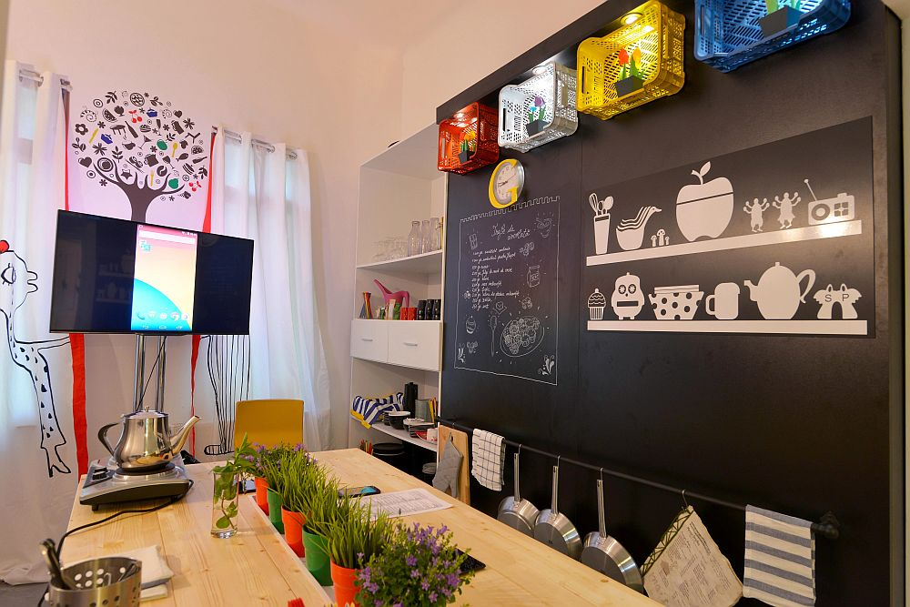 adelaparvu.com despre Google House Romania, design interior Dragos Solot, tablouri Deco Box Liliana Stoica, organizator FCB Bucharest (7)