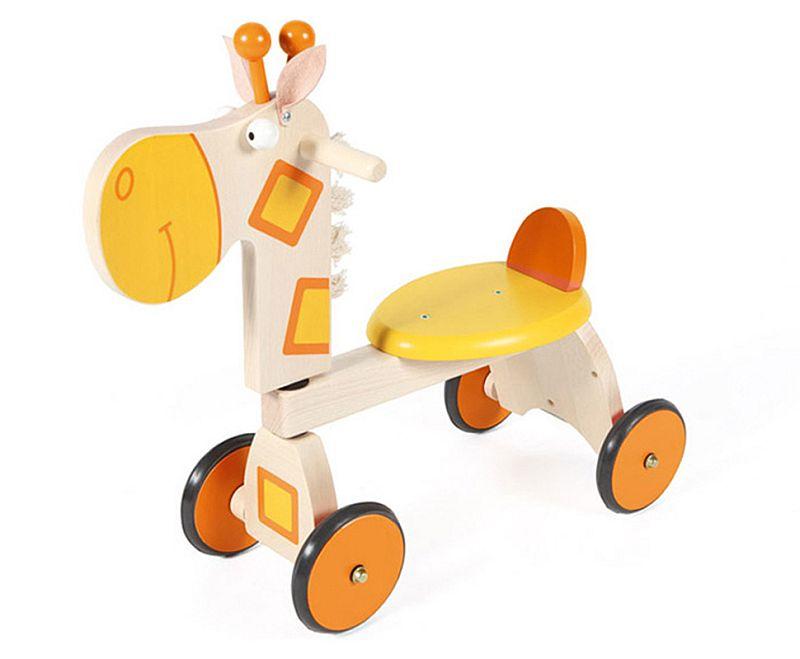 adelaparvu.com despre Marvelous Store, Romania, fabrica de jucarii si mobilier din lemn pentru copii, in foto Mergator girafa
