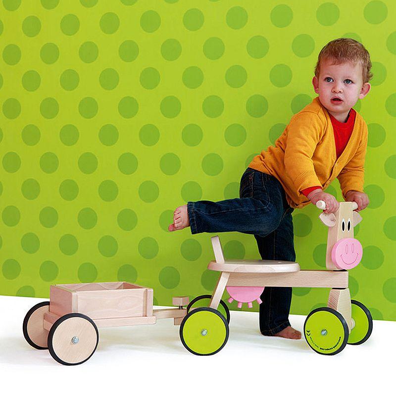 adelaparvu.com despre Marvelous Store, Romania, fabrica de jucarii si mobilier din lemn pentru copii, in foto Mergator vacuta cu remorca