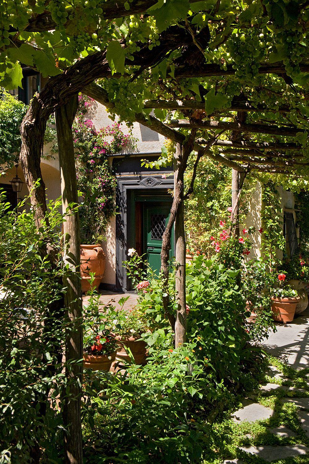 adelaparvu.com despre casa cu interior clasic si terasa cu viata de vie in Portofino, casa Italia, Foto Adriano Bacchella (3)