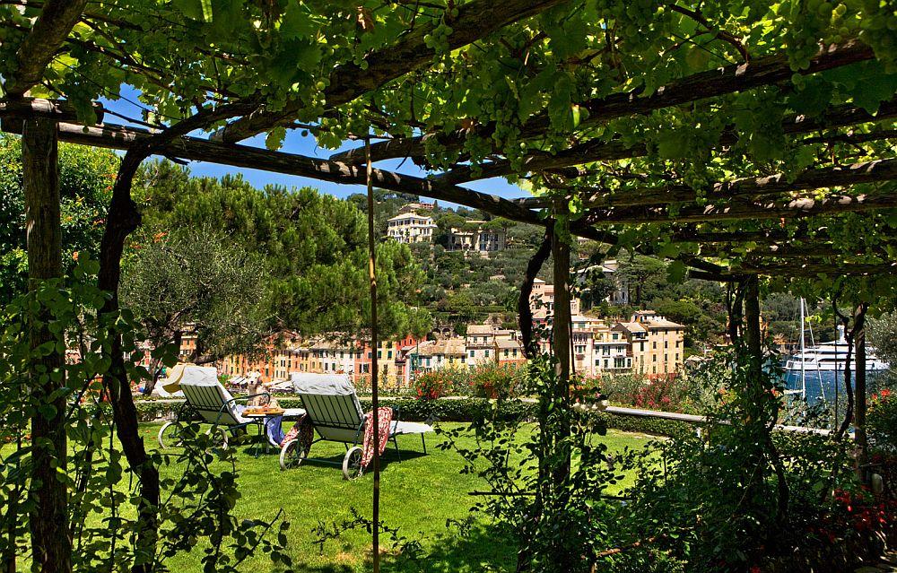 adelaparvu.com despre casa cu interior clasic si terasa cu viata de vie in Portofino, casa Italia, Foto Adriano Bacchella (6)