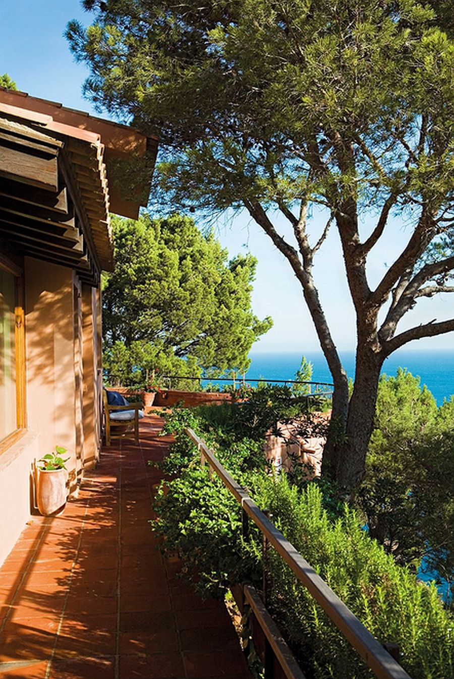 adelaparvu.com despre casa in stil colonial, casa Spania, casa de vacanta Costa Brava, Foto ElMueble (6)