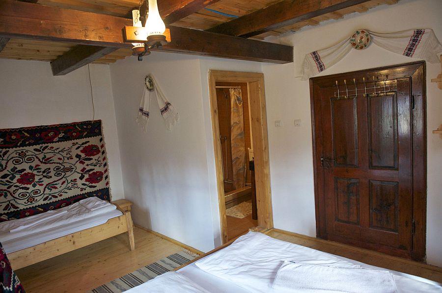adelaparvu.com despre casa traditionala Maramures, satul Hoteni, Pensiune Marioara satul Breb, Foto Motica (15)