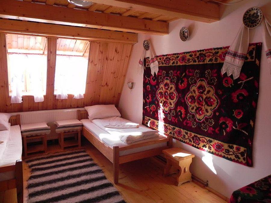 adelaparvu.com despre casa traditionala Maramures, satul Hoteni, Pensiune Marioara satul Breb, Foto Motica (2)