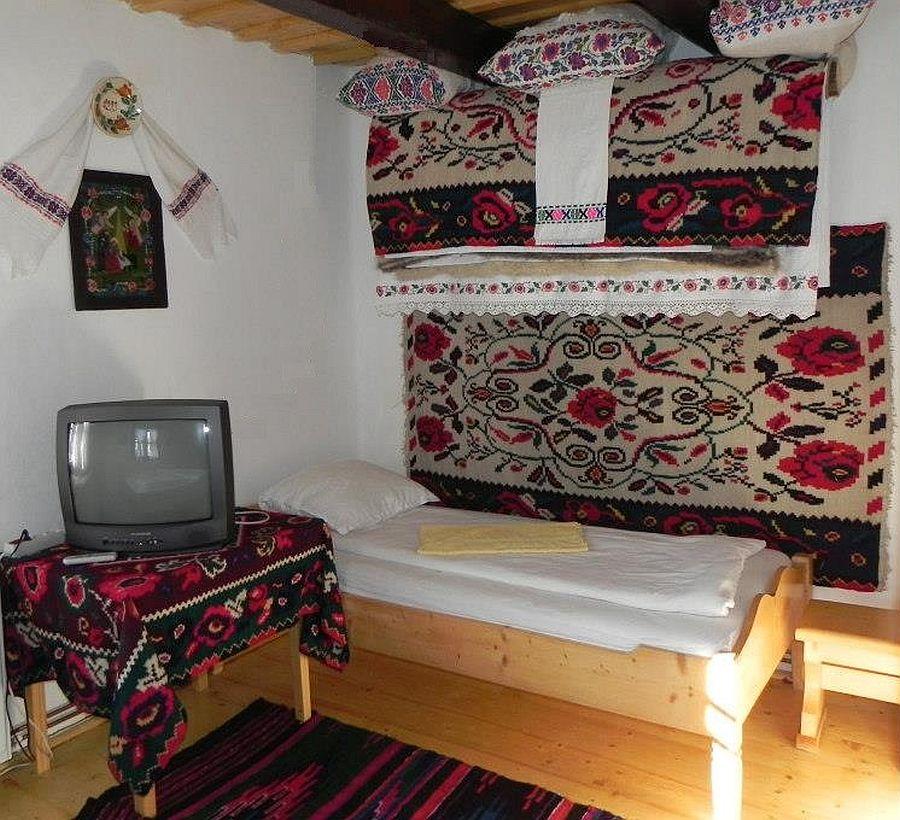 adelaparvu.com despre casa traditionala Maramures, satul Hoteni, Pensiune Marioara satul Breb, Foto Motica (5)