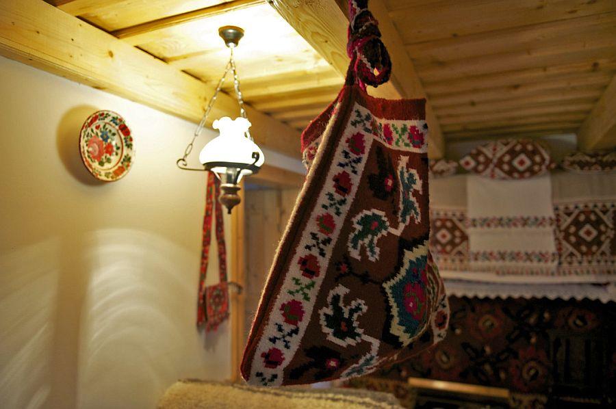 adelaparvu.com despre casa traditionala Maramures, satul Hoteni, Pensiune Marioara satul Breb, Foto Motica (6)