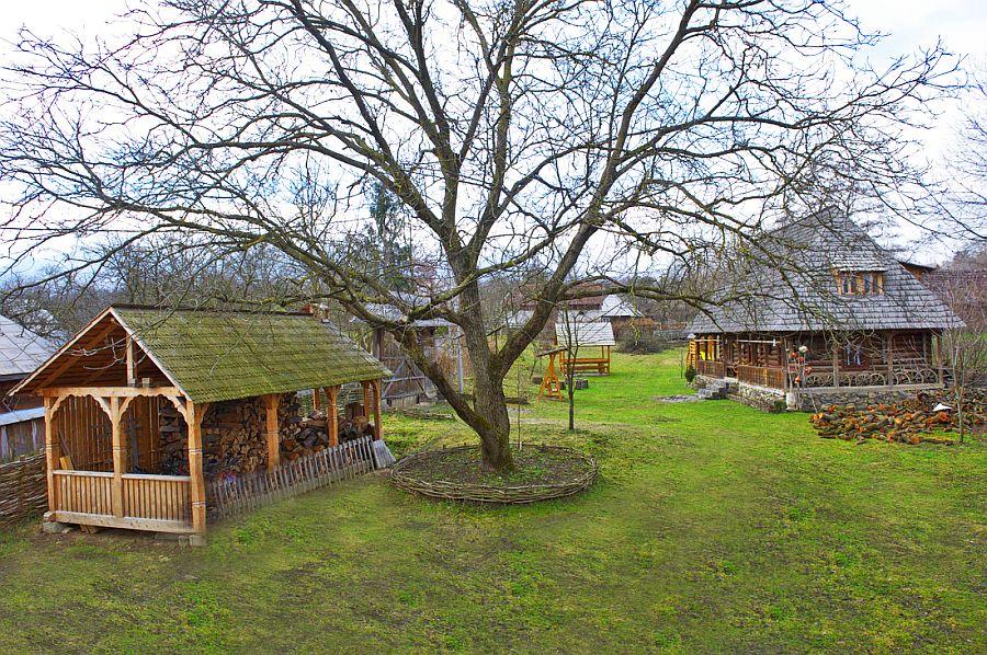 adelaparvu.com despre casa traditionala Maramures, satul Hoteni, Pensiune Marioara satul Breb, Foto Motica