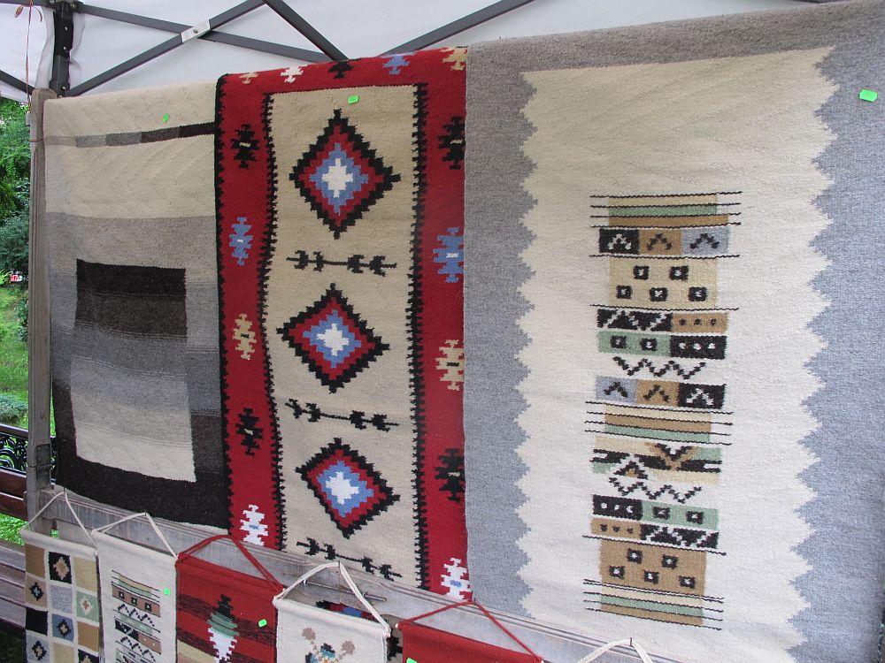 adelaparvu.com despre covoare lana traditionale moldovenesti, mester popular Maria Mihalachi, Baltatesti, judetul Neamt, Romania (13)