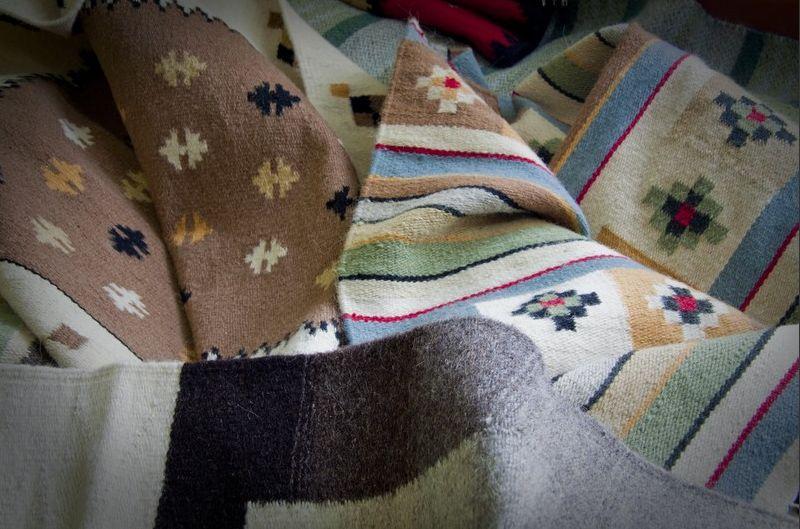 adelaparvu.com despre covoare lana traditionale moldovenesti, mester popular Maria Mihalachi, Baltatesti, judetul Neamt, Romania (3)
