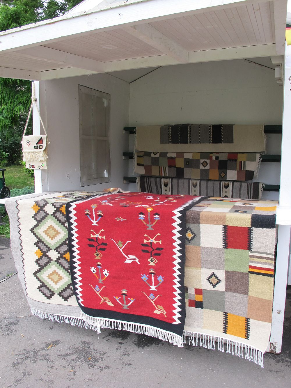 adelaparvu.com despre covoare lana traditionale moldovenesti, mester popular Maria Mihalachi, Baltatesti, judetul Neamt, Romania (4)
