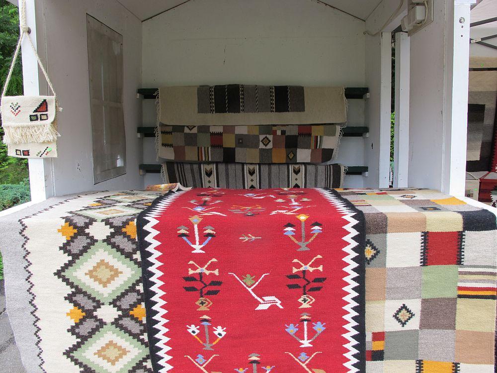 adelaparvu.com despre covoare lana traditionale moldovenesti, mester popular Maria Mihalachi, Baltatesti, judetul Neamt, Romania (5)