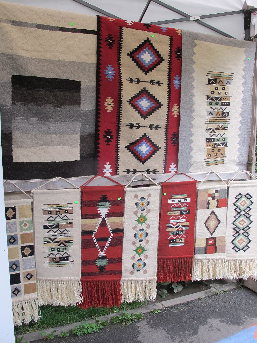 adelaparvu.com despre covoare lana traditionale moldovenesti, mester popular Maria Mihalachi, Baltatesti, judetul Neamt, Romania (6)