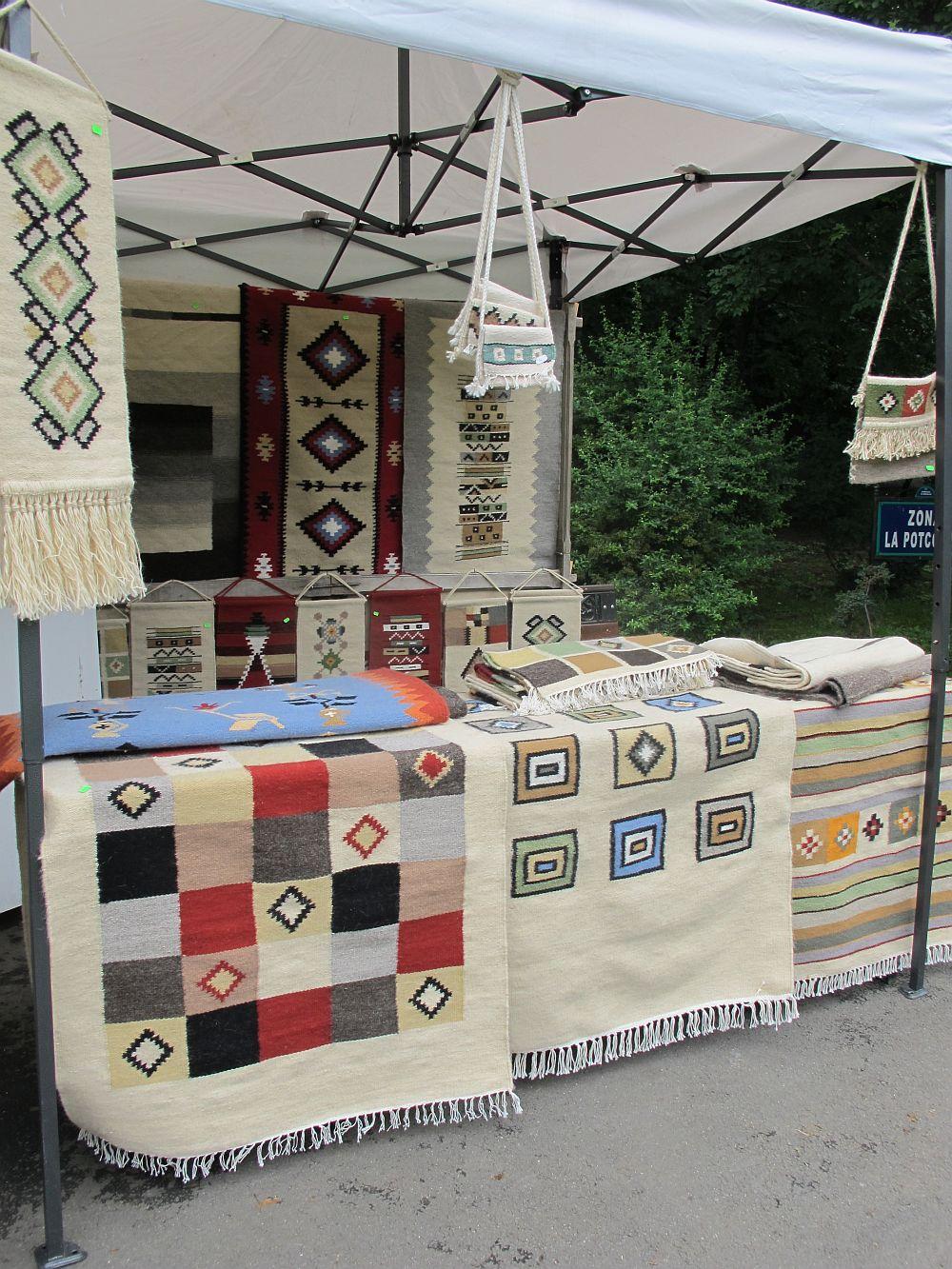 adelaparvu.com despre covoare lana traditionale moldovenesti, mester popular Maria Mihalachi, Baltatesti, judetul Neamt, Romania (7)