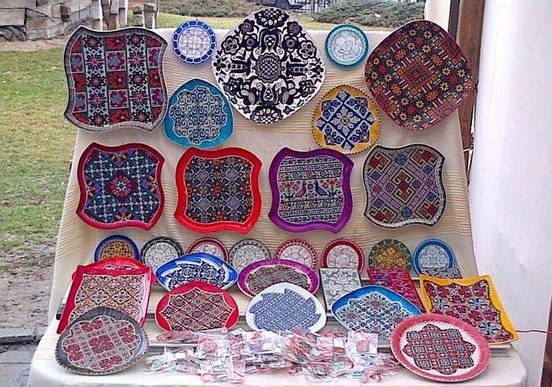 adelaparvu.com despre farfurii si bijuterii pictate cu motive traditionale romanesti, artisti Carmina si Peter Brancoveanu, Romania craftsmen (11)