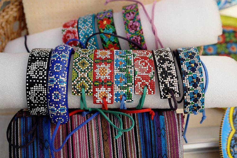 adelaparvu.com despre farfurii si bijuterii pictate cu motive traditionale romanesti, artisti Carmina si Peter Brancoveanu, Romania craftsmen (12)