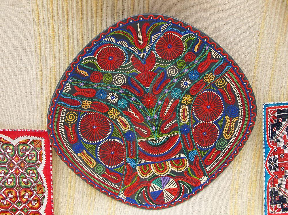 adelaparvu.com despre farfurii si bijuterii pictate cu motive traditionale romanesti, artisti Carmina si Peter Brancoveanu, Romania craftsmen (18)