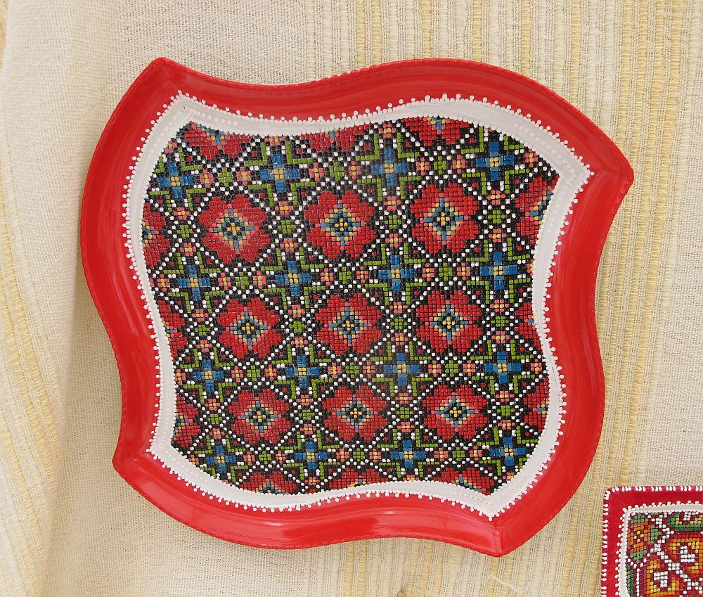 adelaparvu.com despre farfurii si bijuterii pictate cu motive traditionale romanesti, artisti Carmina si Peter Brancoveanu, Romania craftsmen (19)