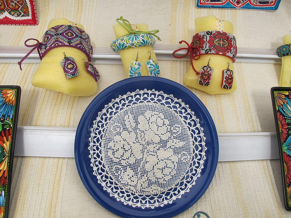adelaparvu.com despre farfurii si bijuterii pictate cu motive traditionale romanesti, artisti Carmina si Peter Brancoveanu, Romania craftsmen (24)