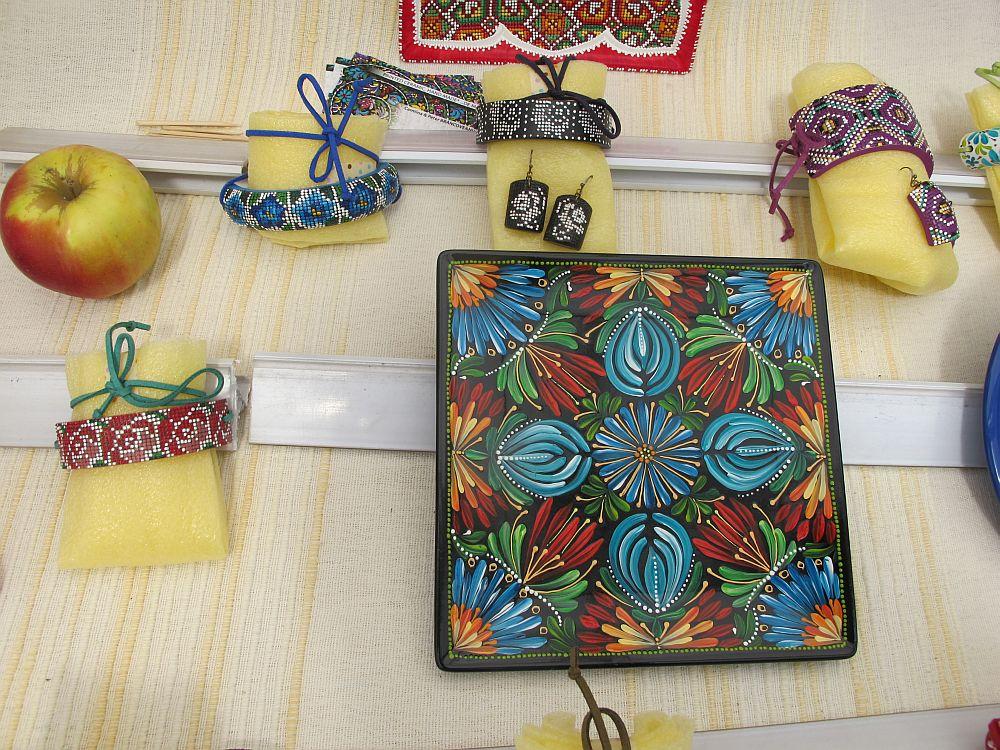 adelaparvu.com despre farfurii si bijuterii pictate cu motive traditionale romanesti, artisti Carmina si Peter Brancoveanu, Romania craftsmen (25)