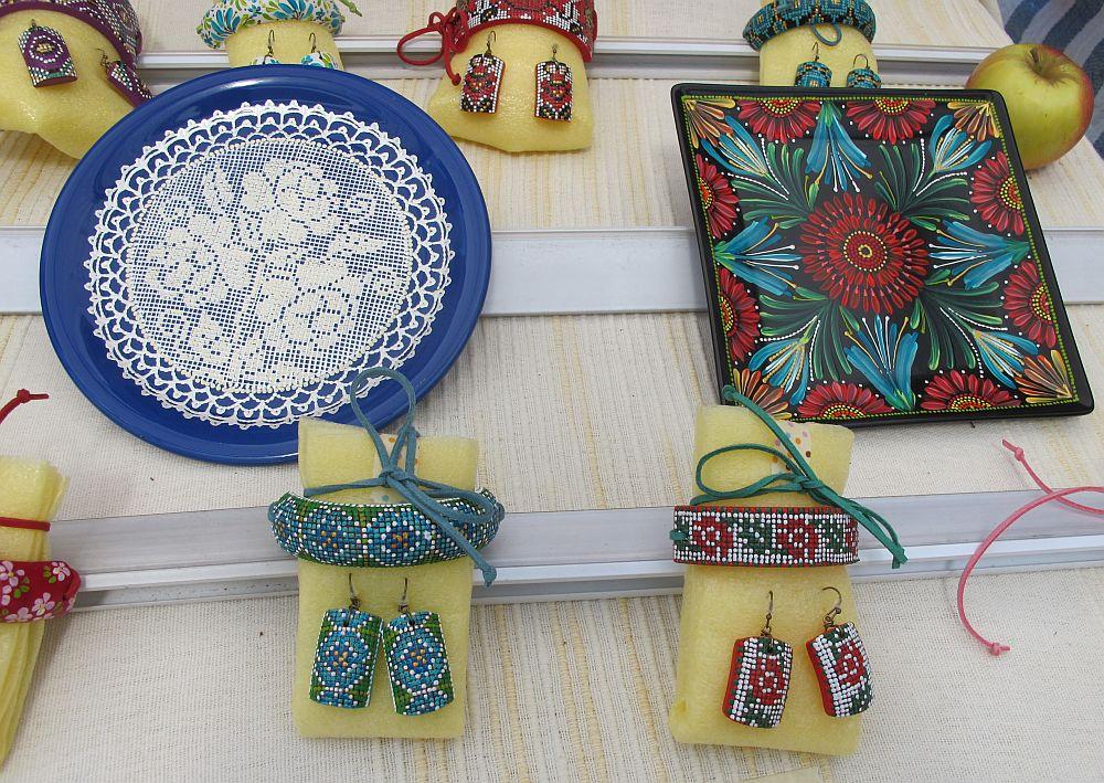 adelaparvu.com despre farfurii si bijuterii pictate cu motive traditionale romanesti, artisti Carmina si Peter Brancoveanu, Romania craftsmen (27)