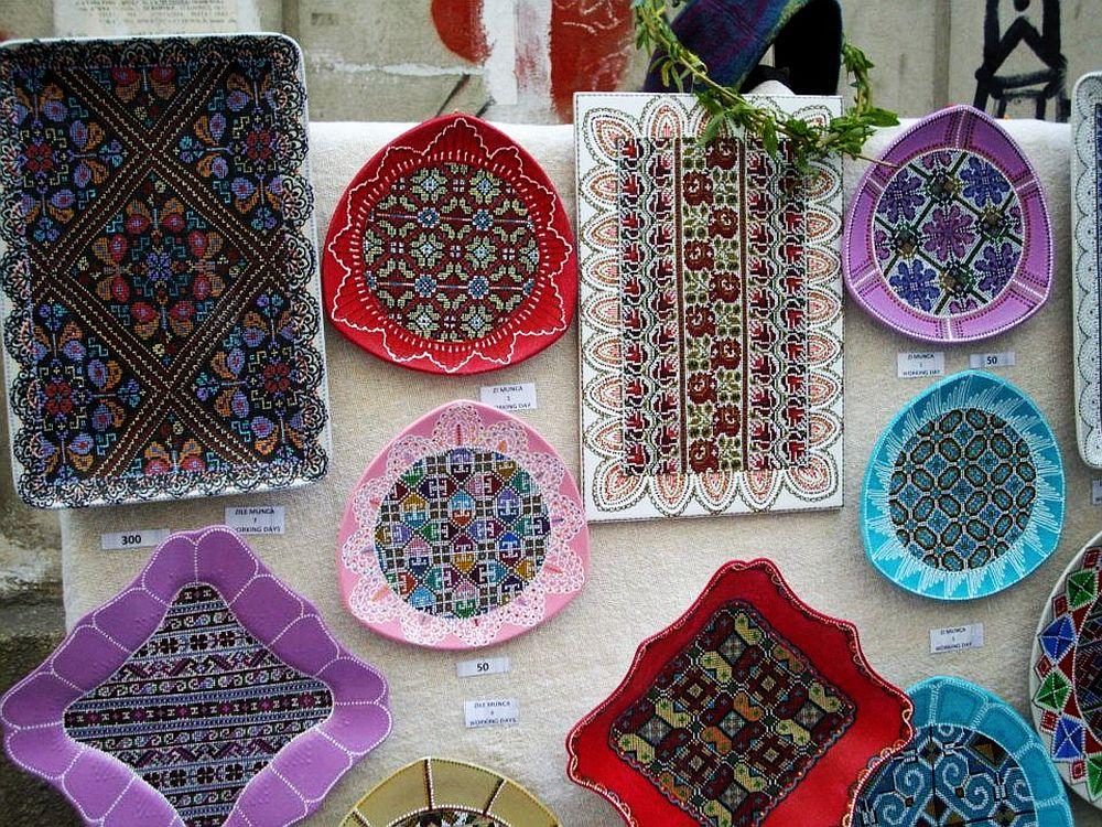 adelaparvu.com despre farfurii si bijuterii pictate cu motive traditionale romanesti, artisti Carmina si Peter Brancoveanu, Romania craftsmen (8)