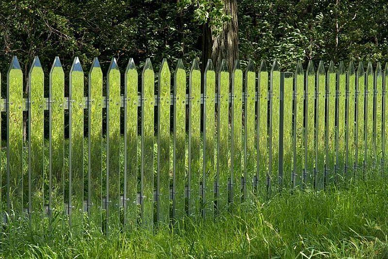 adelaparvu.com despre gard cu oglinzi care se camufleaza in peisaj, design Alyson Shotz (1)