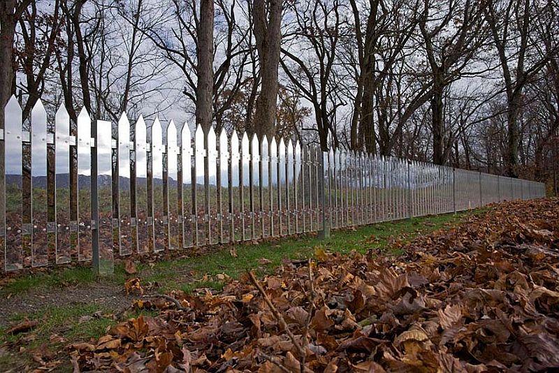 adelaparvu.com despre gard cu oglinzi care se camufleaza in peisaj, design Alyson Shotz (4)