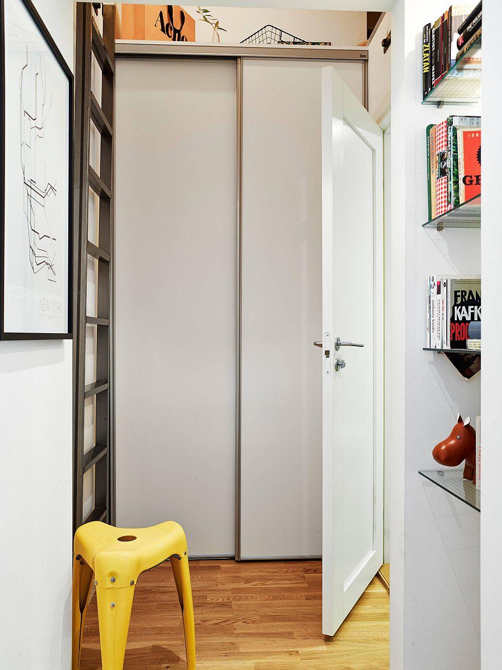 adelaparvu.com despre garsoniera de 32 mp cu loc de dormit la etaj, Foto Stadshem (11)