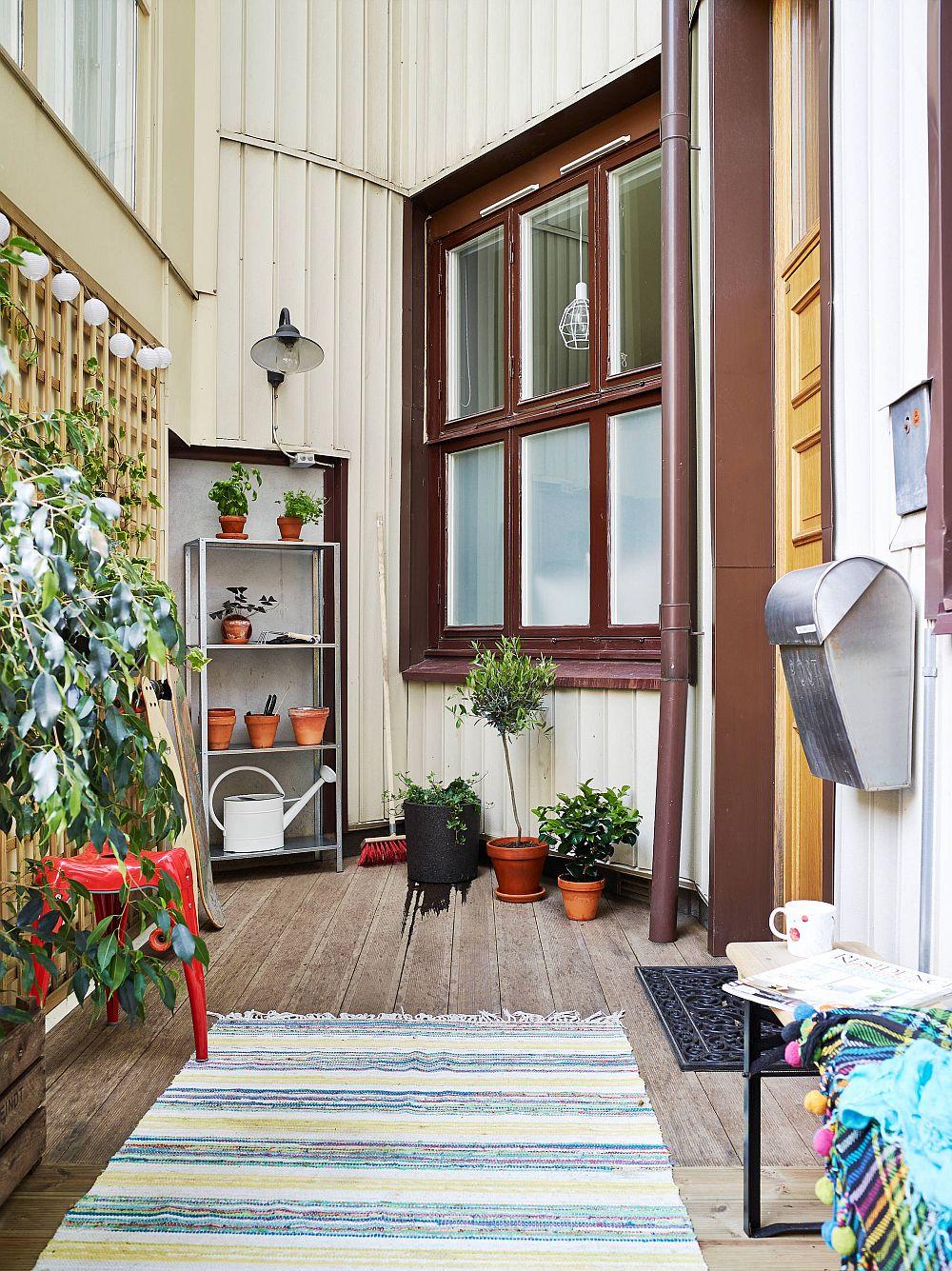 adelaparvu.com despre garsoniera de 32 mp cu loc de dormit la etaj, Foto Stadshem (7)