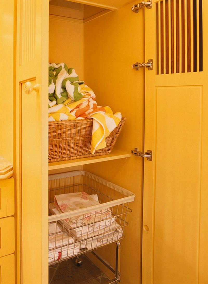 adelaparvu.com despre idee mobilier bucatarie rustica, galbena, proiect spalatorie Golden Gate Kitchens (5)