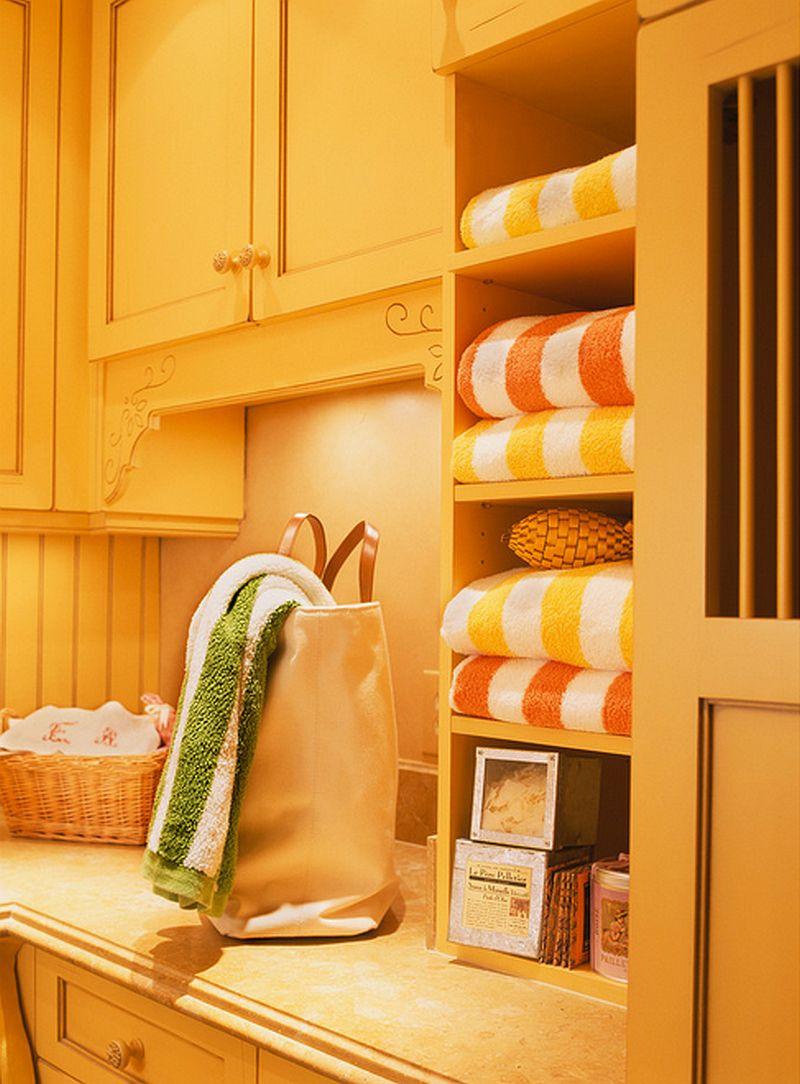 adelaparvu.com despre idee mobilier bucatarie rustica, galbena, proiect spalatorie Golden Gate Kitchens (6)